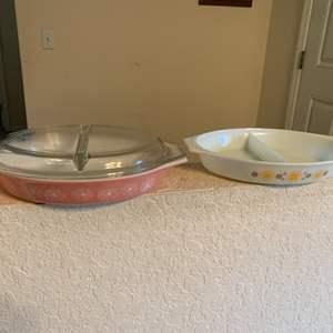 Lot # 17 3 Piece Lot Vintage Pyrex. 1 Cover Fits Both 1 1/2 Quart Bowls