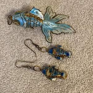 Lot # 23 Beautiful Vintage Jointed Fish Pendant & Earrings