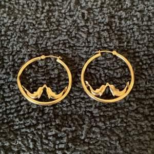 Lot # 40  Nice Pair 14K Seal Earrings. 1.70 Grams. See Below