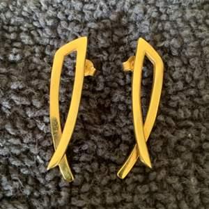 Lot # 67  Very Nice Stamped Italy 14K Earrings. 3.88 Grams