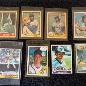 Lot # 109 Lot (8) Vintage Baseball Cards. Yount, Molitor, Trammell, Glavine, & More.