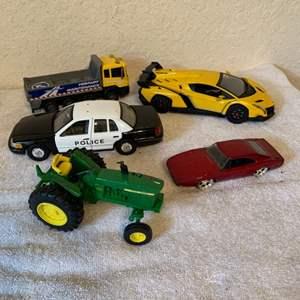 Lot # 222 Lot Assorted Die Cast & Plastic Cars/ Trucks