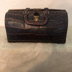 Lot # 246 Beautiful Clean Early Leather Alligator Homa Doctors Bag