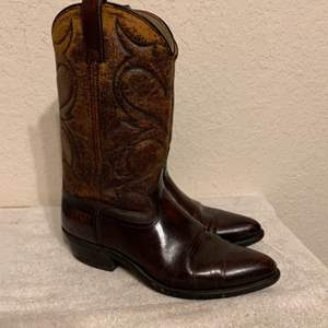 Lot # 269  Pair Men's Size 10 1/2D Dingo Boots. Nice Used Condition.