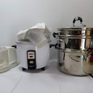 Lot # 90  Grouping of kitchen items to include great steamer