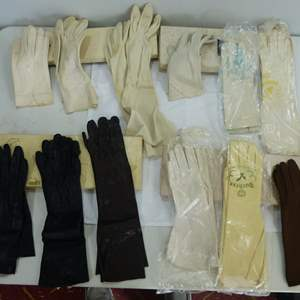 Lot # 25  NICE collection of vintage women's gloves