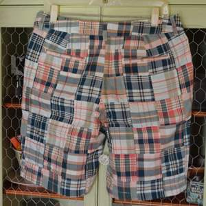 Lot # 33 NEW WITH TAGS L.L. BEAN WOMENS SHORTS SIZE 10