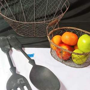 Lot #46 Farmhouse Basket Decor
