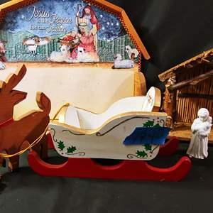 Lot # 174 Creche Nativity