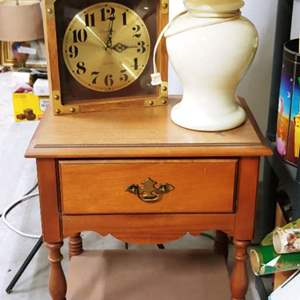 Lot # 184 End Table & Lamp