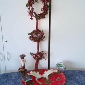 Lot # 2 Pretty Christmas Decor (Holly Wreaths, Placemats & More)