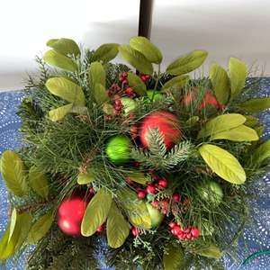 Lot # 6 Pretty Holiday Centerpiece