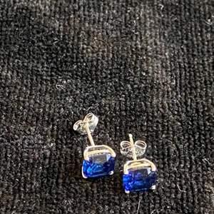 Lot # 78 Beautiful 14K Gold Earrings TW 1.6g