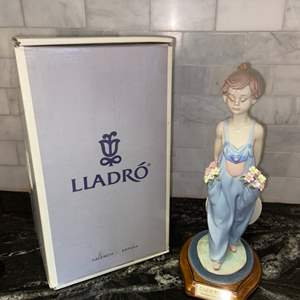 Lot # 87 Vintage Lladro Collector's Society POCKET FULL OF WISHES  #7650 w/ Lladro Society Base