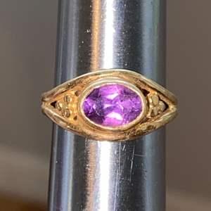 Lot # 129 Unique 14K Gold Purple Stone Ring TW 4.3g Sz 5.75 Marked