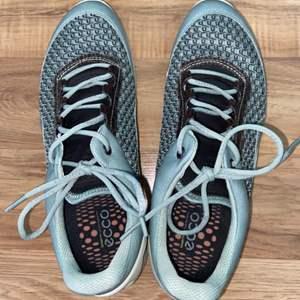 Lot # 156 Women's Ecco Sneakers Sz 8