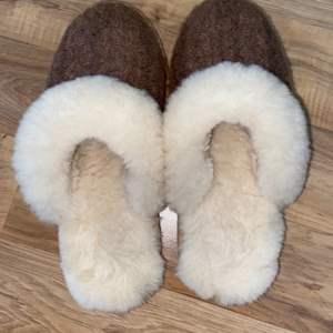 Lot # 159 Women's LL Bean Slippers
