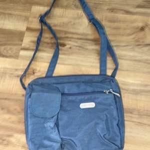Lot # 167 Baggallini Crossover Bag