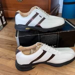 Lot # 177 New in Box Mens Etonic Golf Shoes Sz 9.5