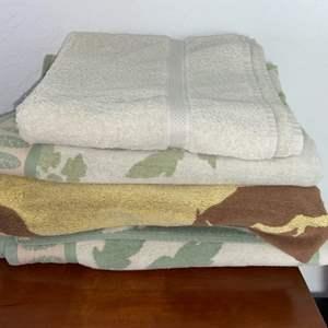 Lot # 180 (3) XL Beach Towels & (1) Bath Towel