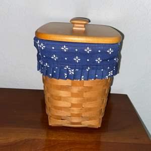 Lot # 181 Longaberger Basket w/ Liner - Pretty!