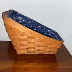 Lot # 182 Longaberger Basket w/ Plastic & Fabric Insert