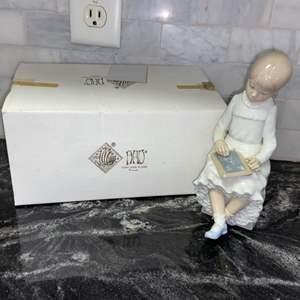Lot # 212 Lladro Nao #117 Girl Writing on Chalkboard Figurine Retired