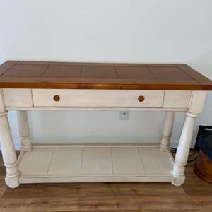 Lot # 214 Gorgeous Broyhill Sofa Table