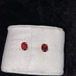 Lot # 294 14K Gold Earrings TW 1.5g
