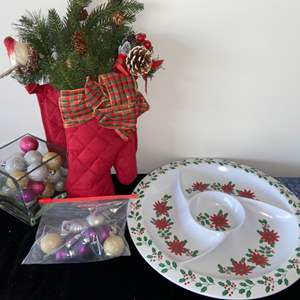 Lot # 301 Holiday Dip Platter, Oven Mit Decor & More