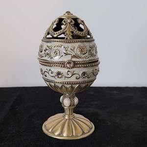 Lot # 11 Beautiful Musical Egg w/ Angel