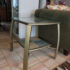 Lot # 28 Metal Side Table w/ Removable Glass