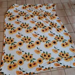 Lot # 31 Plush Sunflower Throw Blanket