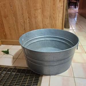 "Lot # 81 Large Galvanized Wash Tub - 24"" Diameter"