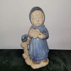 Lot # 100 Beautiful Little Girl Figurine