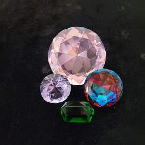 Lot # 123 (4) Assorted Size Paperweights