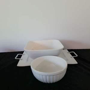 Lot # 139 Serving Platter & Bowls