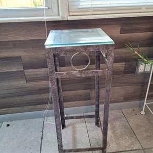 Lot # 157 Metal Table/ Plant Stand w/ Glass Top