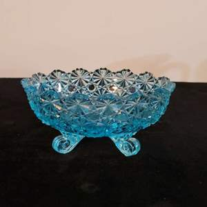 Lot # 205 L.G. Wright DAISY AND BUTTON BLUE 4-Toed Oval Bowl