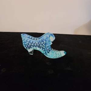 Lot # 207 Vintage Fenton Glass Slipper in Misty Blue w/ Cat Face