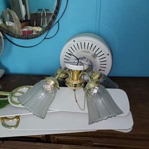 Lot # 280 Ceiling Fan w/ Light Kit - Model AC522