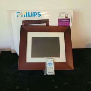 Lot # 370 Phillips Digital Photo Frame w/ Remote