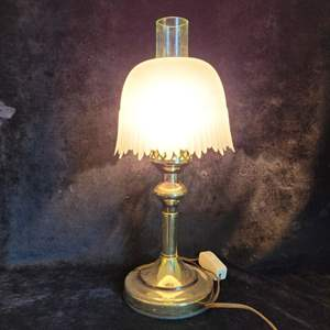 Lot # 379 Pretty Hurricane Style Electric Table Lamp