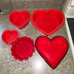 Lot # 408 Heart Baking Pans