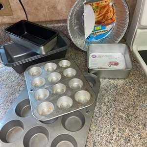 Lot # 424 Baking Pans