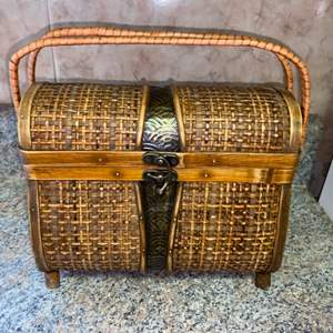 Lot # 438 Vintage Basket Purse