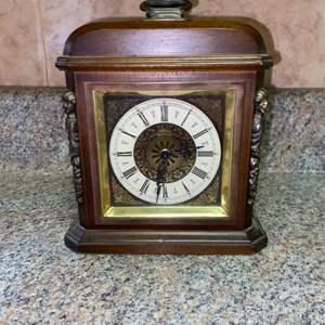Lot # 441 Vantage Mantle Clock