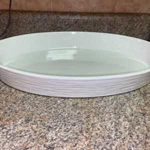 Lot # 443 Simple Dining Oval Casserole Dish