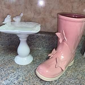 Lot # 453 Boot Pot & Small Birdbath