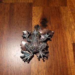 Lot # 482 Bejeweled Frog on Leaf Pendant